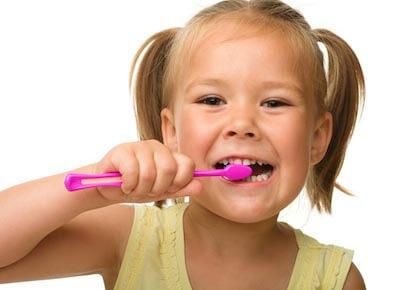 Denti da latte: perchè è importante curarli e conservarli il piu a lungo possibile!